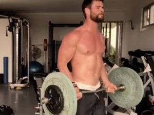 Chris Hemsworth getting in those heavy curls